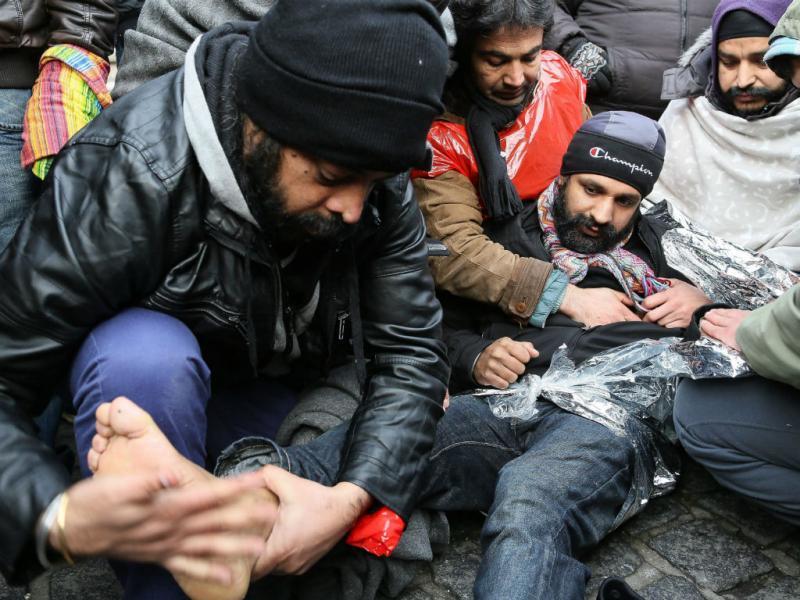 A marcha dos afegãos que pedem asilo na Bélgica (EPA/LUSA)
