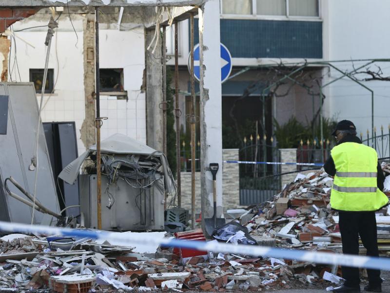 Violenta explosão destrói caixa de multibanco (Lusa)