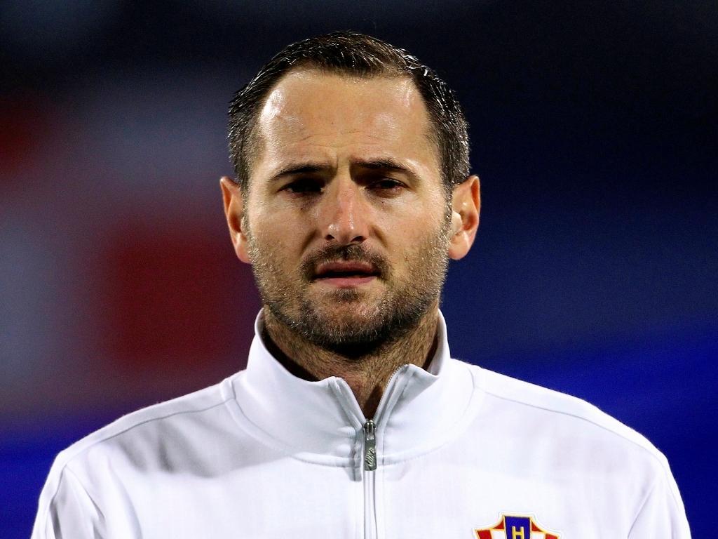 FIFA castigou Josip Simunic com 10 jogos de suspensão (Reuters)