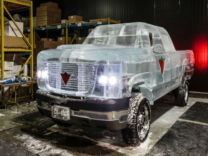Empresa constrói «pick-up» de gelo para promover marca (Foto:Reprodução/Facebook/Canadian Tire)