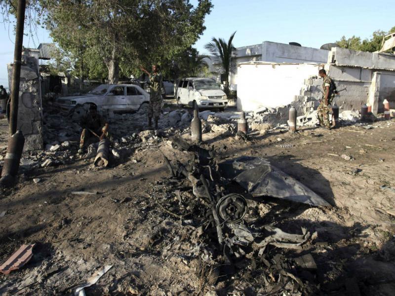 Explosão de três carros-bomba em Mogadíscio (Reuters)