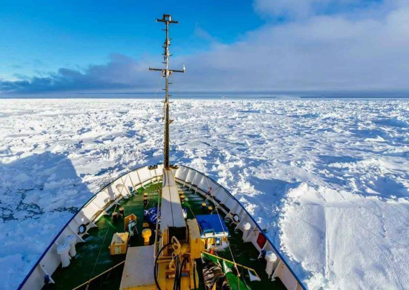 Akademik Shokalskiy, navio russo preso na Antártida (EPA/Australian Maritime Safety Authority)