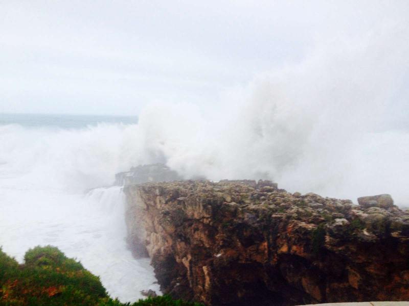 Boca do Inferno: costa portuguesa sob alerta vermelho (foto Miguel Melo/euvi@tvi.pt)