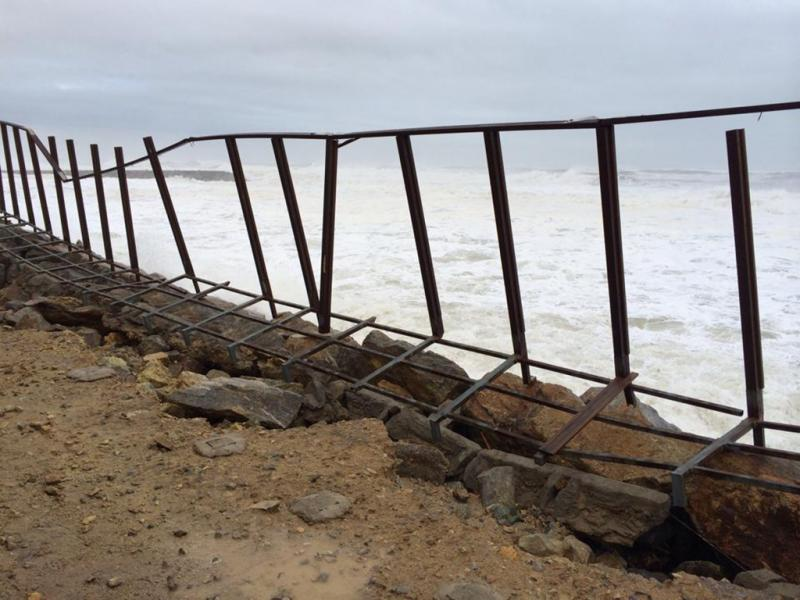 Ondas na praia do Furadouro (Foto enviada pela leitor Albano Teixeira)