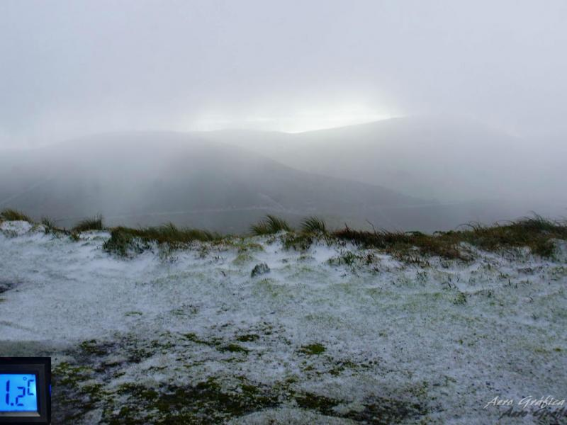 Neve na ilha das Flores [Foto: Aerográfica]