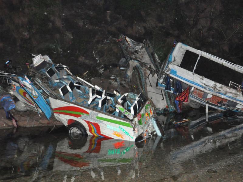 Acidente de autocarro no Paquistão [EPA]