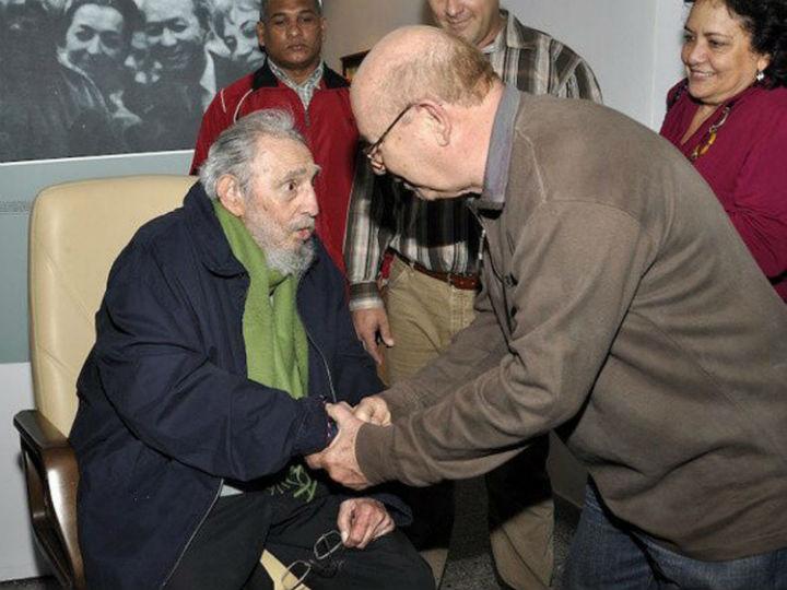 Fidel Castro reaparece em público [EPA]