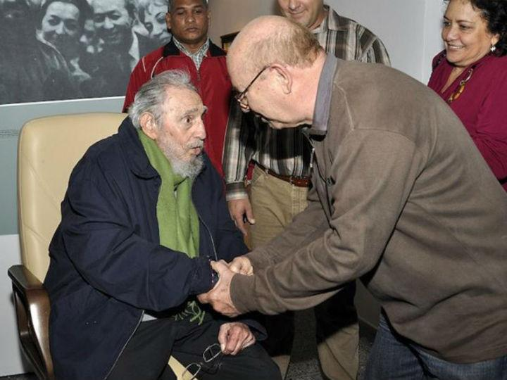 Fidel Castro reaparece em público [Reuters]