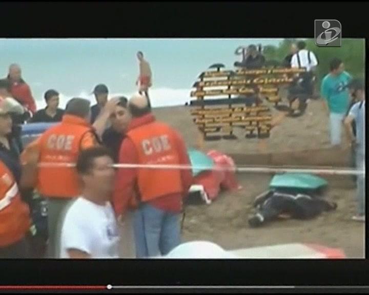Raio cai em praia e mata três pessoas