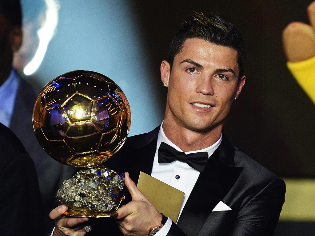 Cristiano Ronaldo confirma favoritismo e vence a Bola de Ouro pela 3ª vez