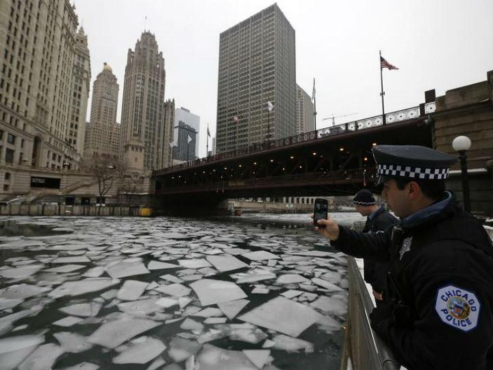 Onda de frio nos Eua congela o rio de Chicago (Foto:Reprodução/Jim Young/Reuters)