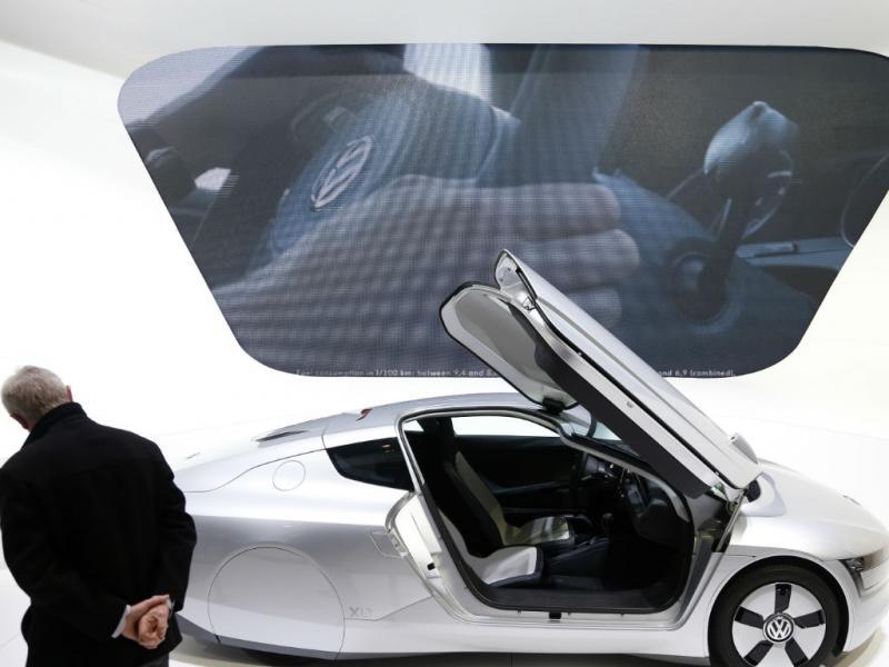Regresso ao futuro: este carro ainda não voa, mas já existe. Está em exposição em Bruxelas (Reuters)