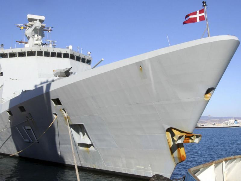 Fragata dinamarquesa responsável pelo transporte de armas químicas (Reuters)