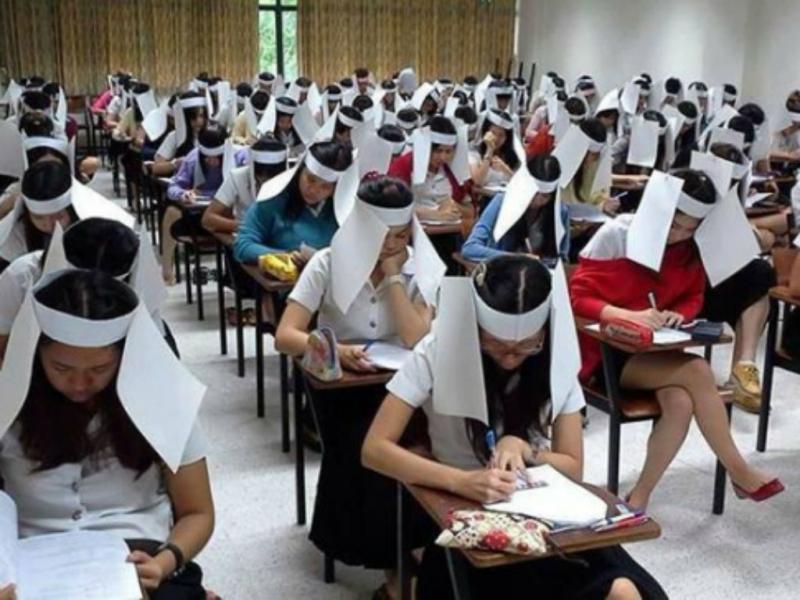Universidade obriga alunos a usarem capacetes anti-copianço