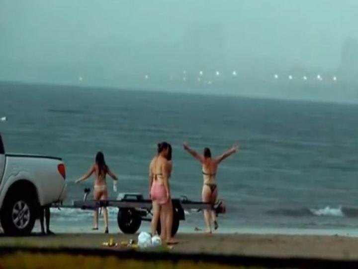Mulher morre atingida por raio no mar (Foto:Reprodução/YouTube)