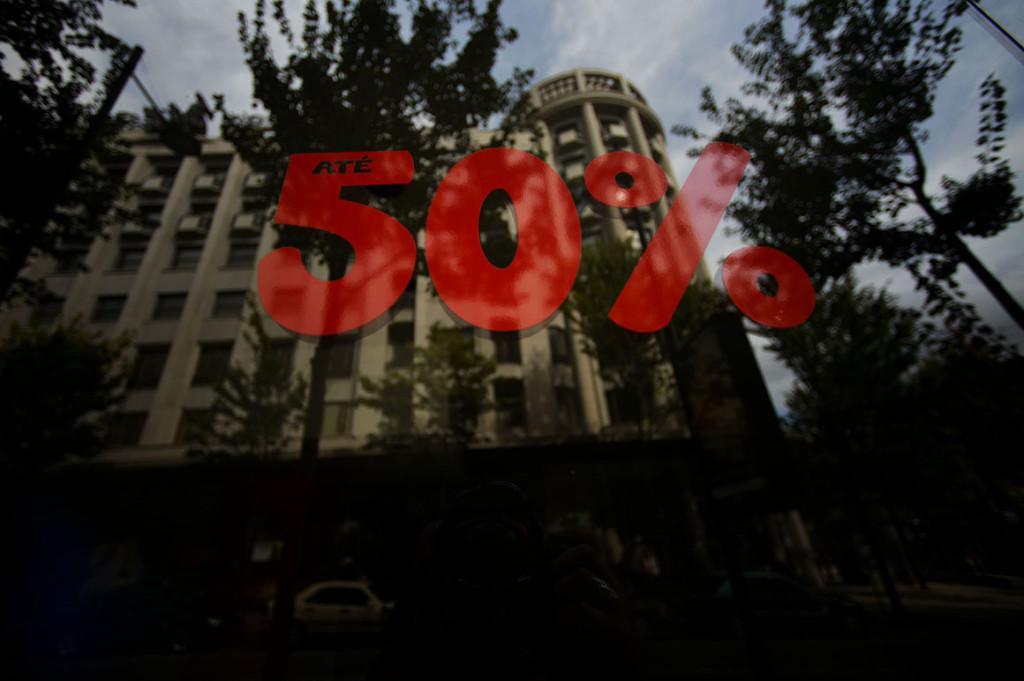 Loja fechada, saldos na Rua Sá da Bandeira (Foto:Reprodução/Projeto Troika)