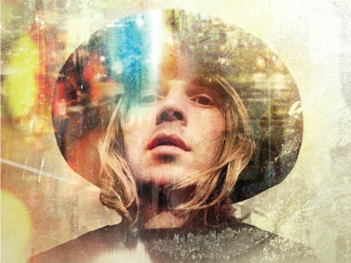 Beck lança novo single, «Blue Moon». O álbum saí a 25 de fevereiro
