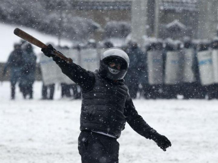 Novos confrontos em Kiev [Reuters]