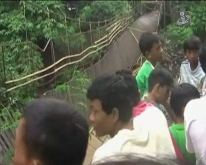 Caiu ponte na Indonésia
