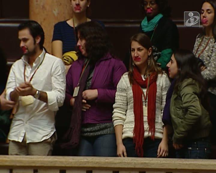 Linha Saúde 24: enfermeiros protestam nas galerias do Parlamento