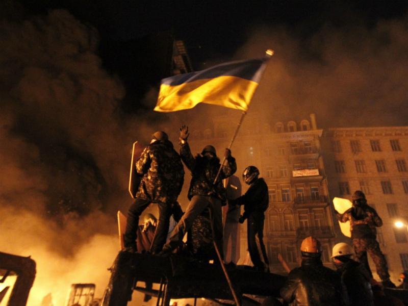 Inferno em Kiev: manifestações na capital da Ucrânia a ferro e fogo (Reuters)
