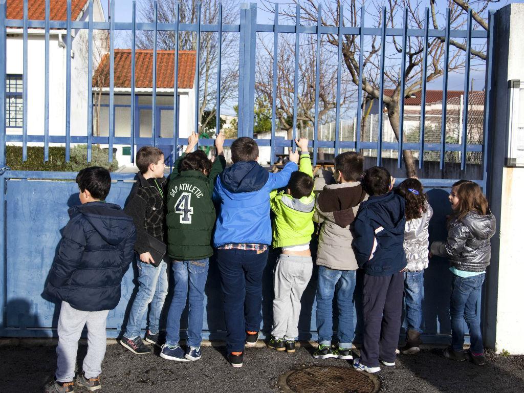 Pais fecham duas escolas em Leiria por falta de funcionária (Lusa)