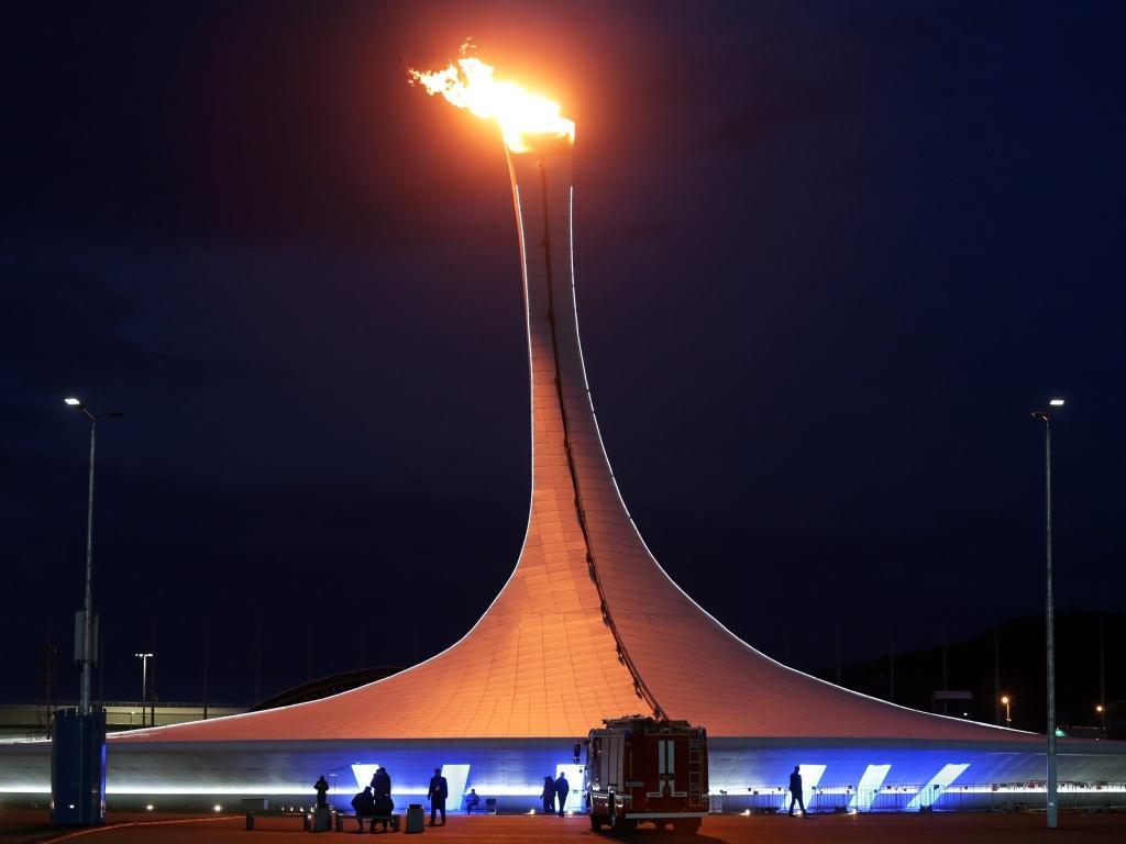 Ensaio: chama acesa no estádio olímpico em Sochi