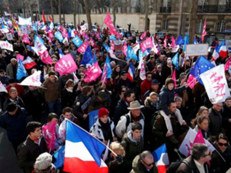 Paris: protesto contra legalização do casamento gay (REUTERS/ Benoit Tessier)