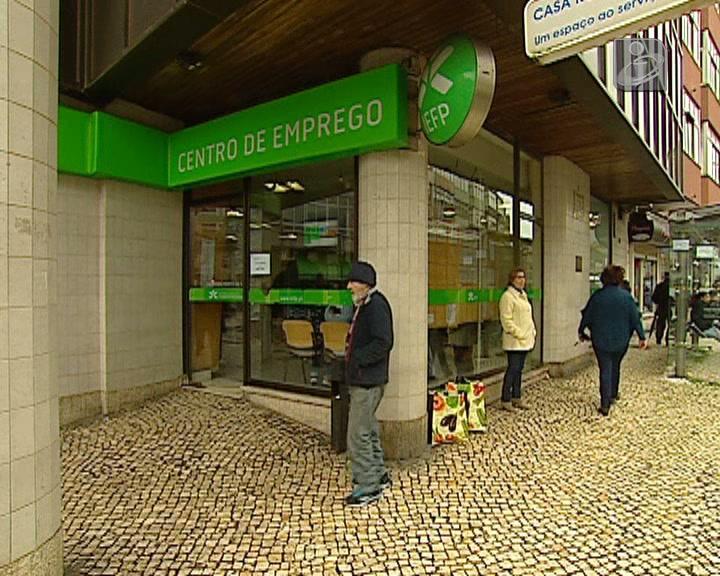 Desemprego cai para 15,3% no último trimestre de 2013