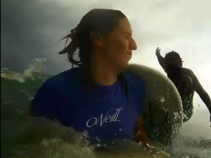Grave colisão de surfistas (Reprodução YouTube)