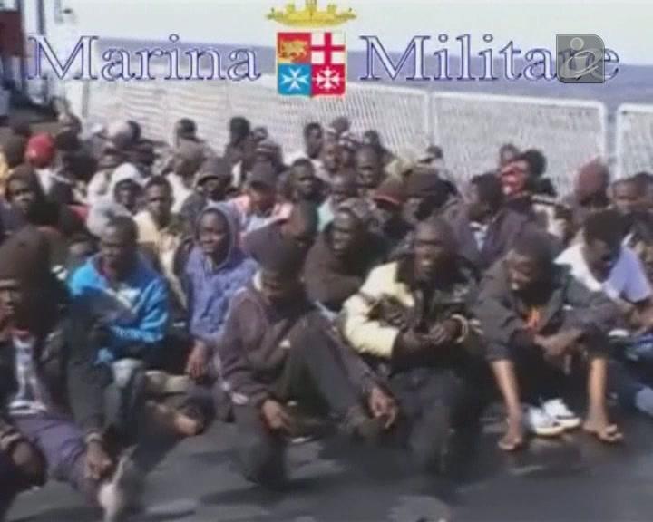 Mais de mil imigrantes resgatados junto a Lampedusa