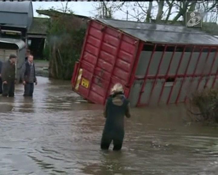 Reino Unido sofre com cheias há um mês
