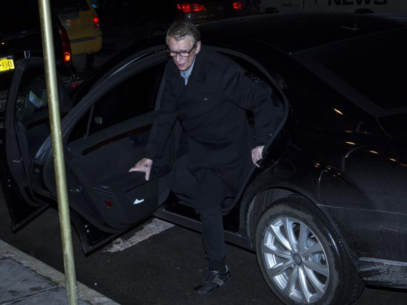 Mike Nichols à entrada do velório de Philip Seymour Hoffman (Reuters)