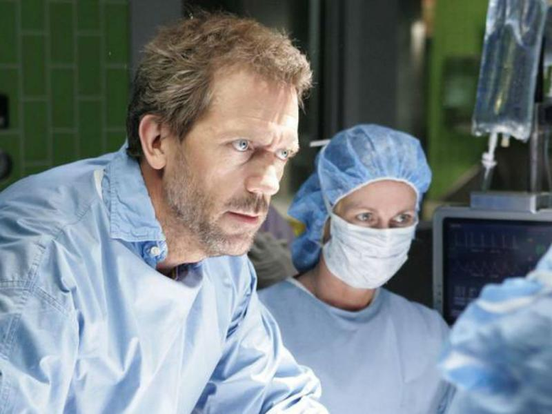 Hugh Laurie no papel de Dr. House