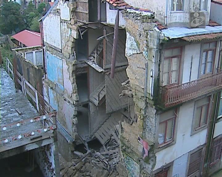 Porto: derrocada na rua Miguel Bombarda