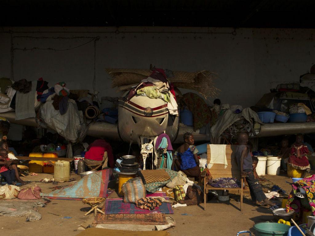Refúgio improvisado num aerodromo perto da capital da República Centro-Africana (REUTERS)