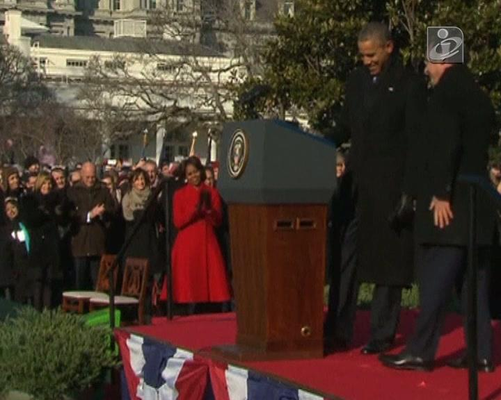 Obama ajuda Hollande a ficar mais alto