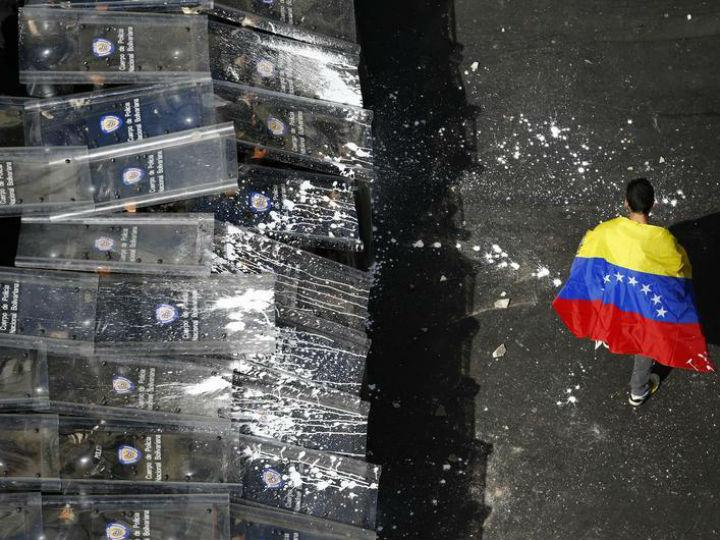 Protesto da oposição venezuelana em Caracas [Reuters]