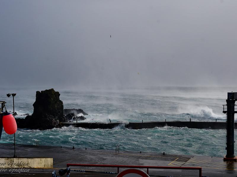 Mau tempo nas Flores, Açores (foto: aerográfica)