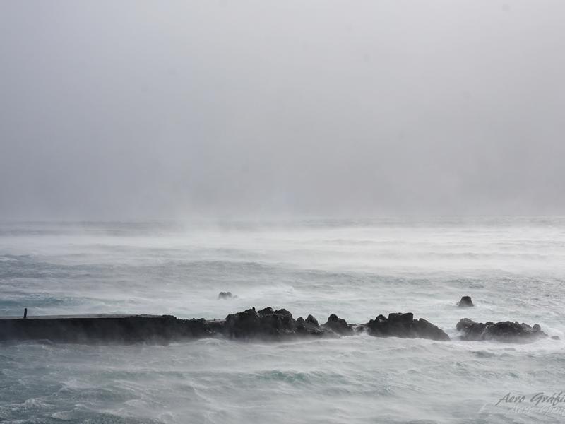 Mau tempo nas Flores, Açores (foto: aerográfica )