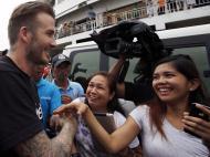 David Beckham visita vítimas do Tufão Haiyan (REUTERS)