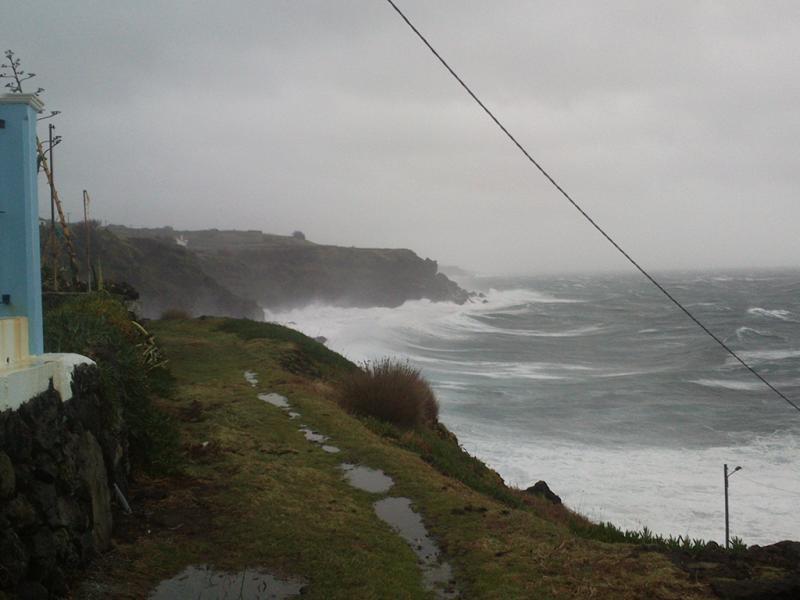 Mau tempo na Ilha Terceira, Açores (foto enviada por Vitor Mendonça )
