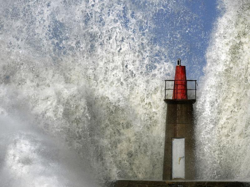 Onda gigante em Espanha (2011, Reuters)