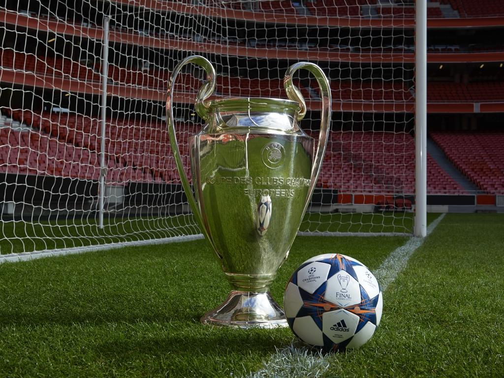 Finale Lisbon: a bola da Champions com a águia, na Luz