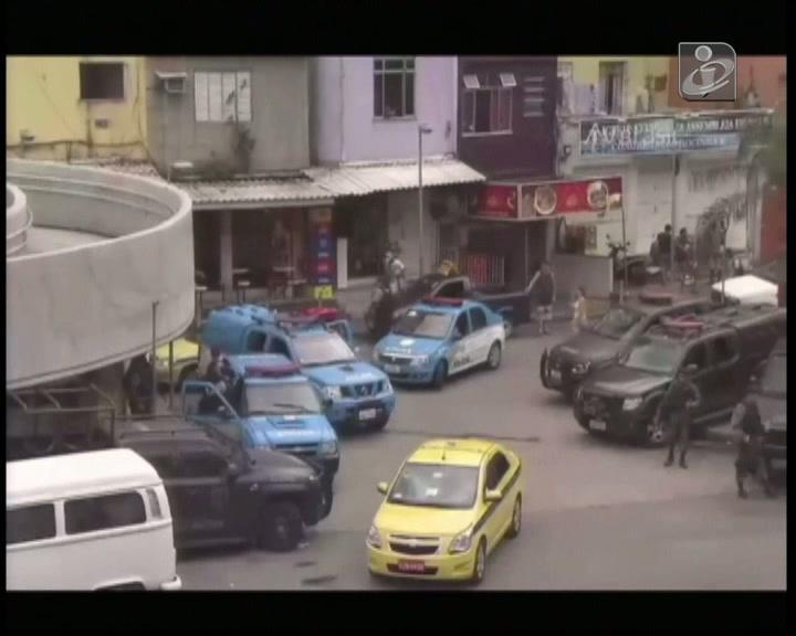 Rio de Janeiro: tiroteio em favela causa pânico