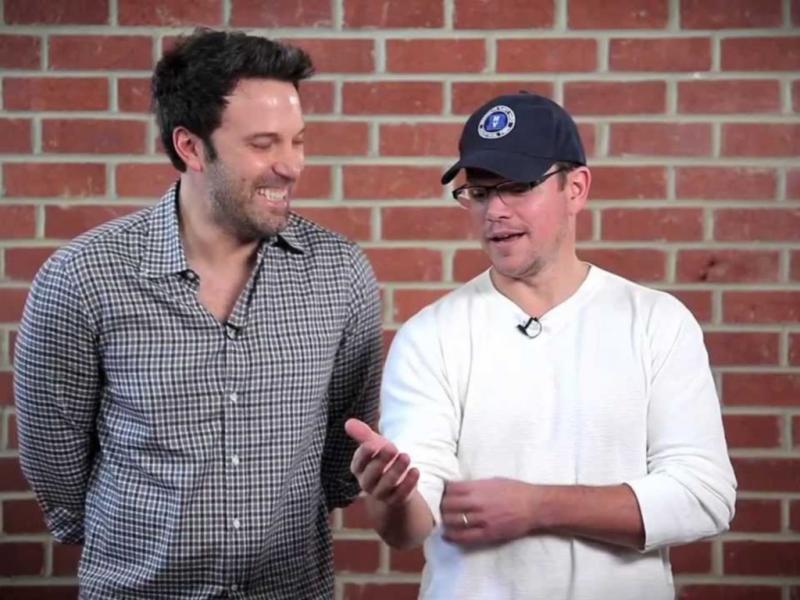 Ben Affleck e Matt Damon sorteiam encontro com fãs
