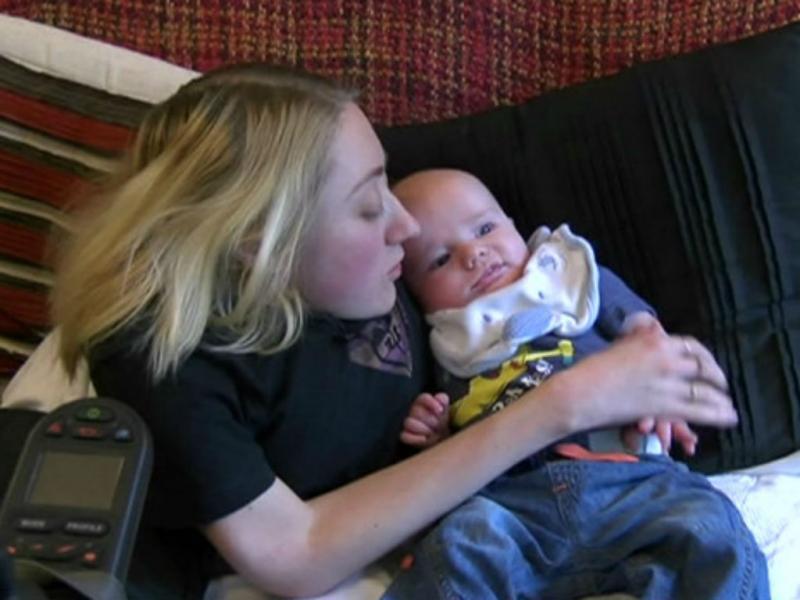 Marie-Ann Andrews e o filho Mark (Reprodução BBC)