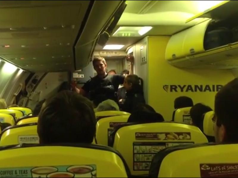 Portugueses «sequestrados» em voo da Ryanair [DR]