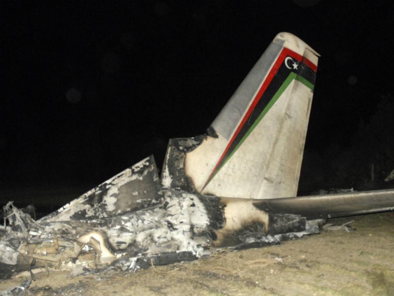 Avião médico militar líbio despenha-se e faz 11 mortos no sul da Tunísia (Reuters)