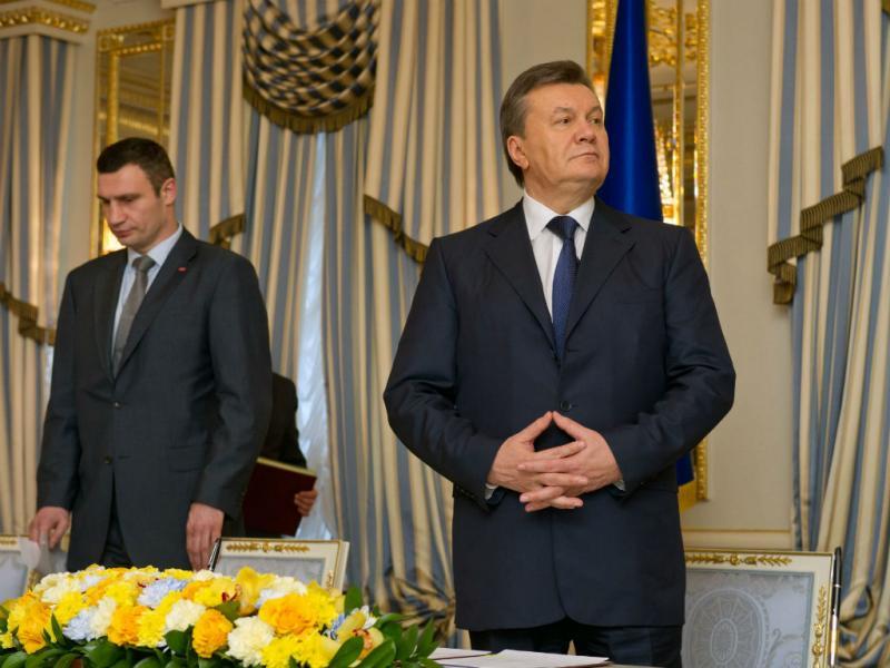 Vitaly Klitschko e Viktor Yanukovich (EPA/Lusa)